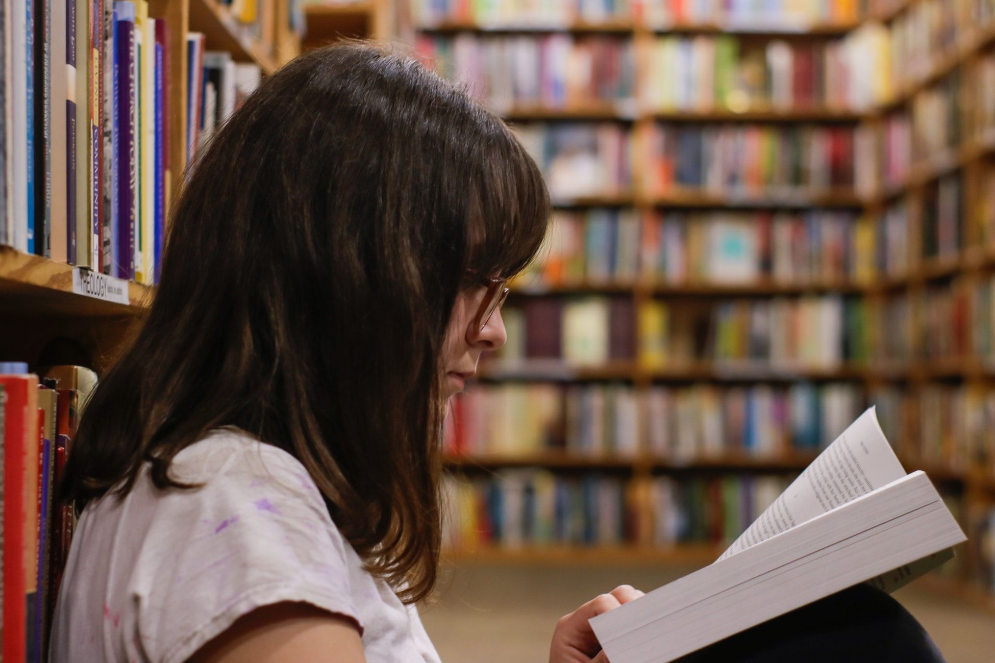 magellan-orientation-scolaire-etudiante-bibliothèque